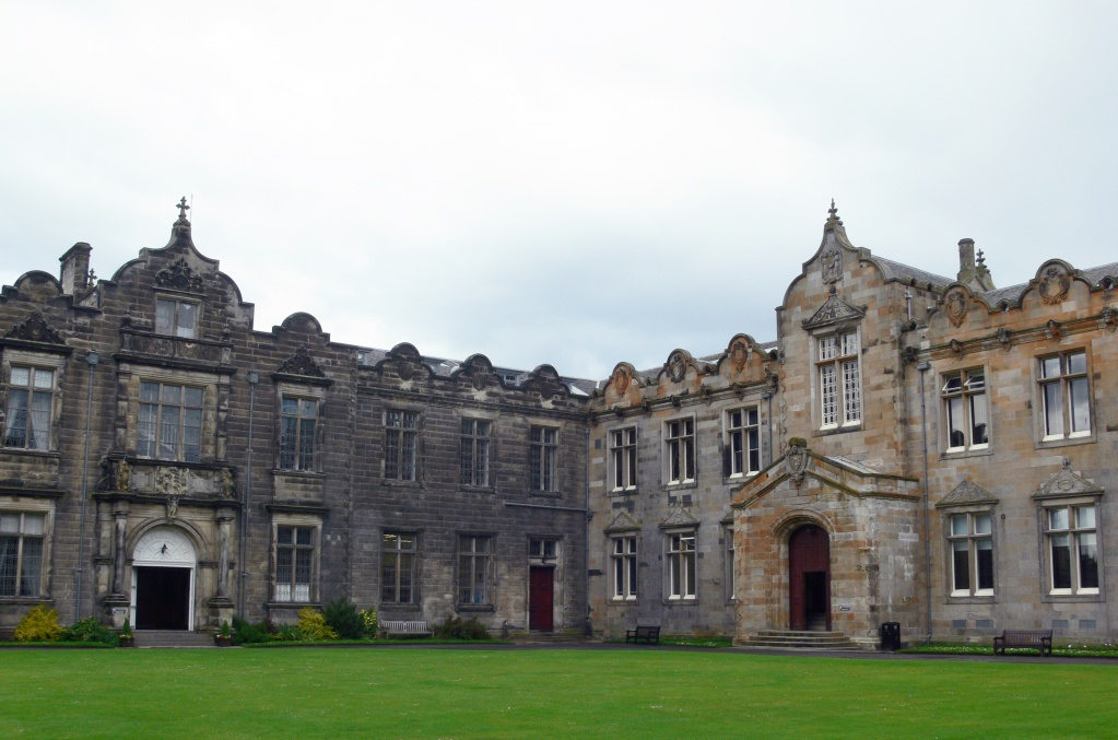 St_Andrews_-_St_Salvator's_Quad_-_East_and_North_Aisle.JPG